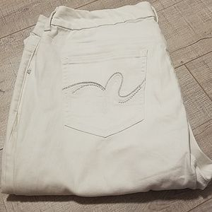 White stretchy Jean's by diane gilman